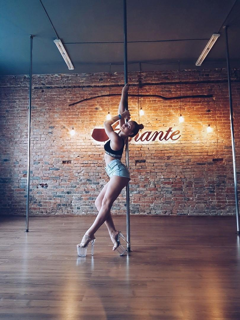 Смотреть танцы у шеста танцы у шеста стриптиз в comedy woman